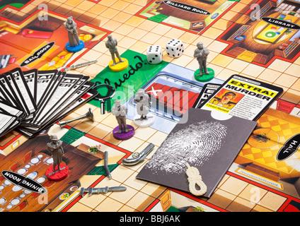 Jeux de société Cluedo - jeu de société avec des pièces