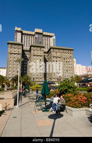 La Californie San Francisco Couple relaxing at Union Square Photo 10 casanf79260 Photo copyright Lee Foster