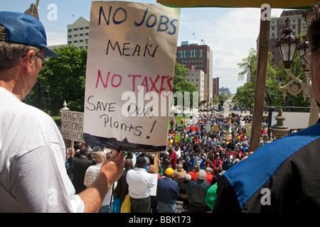 Lansing Michigan mars les membres de l'Union et de rassemblement pour l'emploi à la Michigan State Capitol Banque D'Images