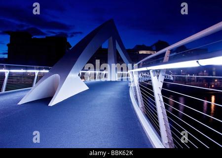 """Le nouveau """"Pont"""" quiggly Tradeston rejoindre le quartier financier du centre-ville avec Glasogw Tradeston et le secteur sud."""