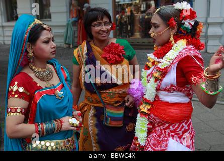 Allemagne Berlin Carnaval des Cultures femmes indiennes en costume traditionnel Banque D'Images