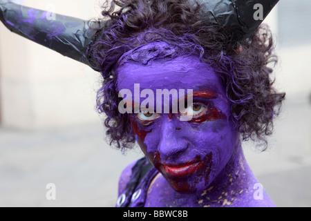 Allemagne Berlin Carnaval des Cultures femme avec visage peint Banque D'Images