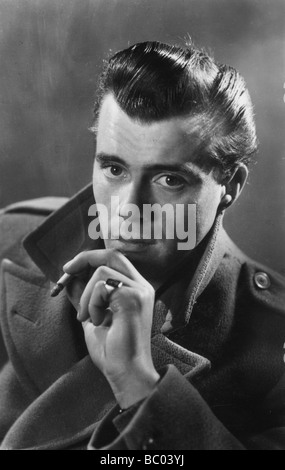 Dirk Bogarde (1921-1999), acteur anglais, c1950s. Artiste: Inconnu