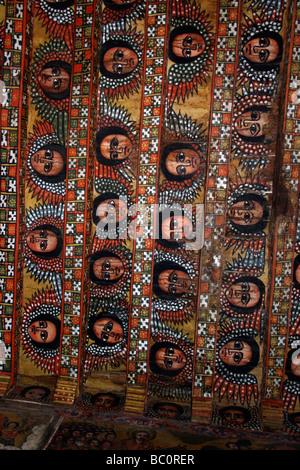 L'Éthiopie Afrique Gondar plafond peint dans l'église de Debre Birhan Sélassié peinture de 80 visages angélique Banque D'Images