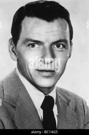 Frank Sinatra (1915-1998), chanteur et acteur américain, c1930s. Artiste: Inconnu