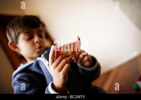Les enfants jouer au Monopoly