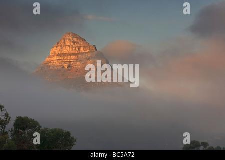 Pic de Lions Head couvert de nuages à Cape Town, Afrique du Sud. Banque D'Images