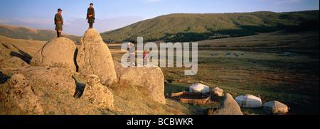 La Mongolie, province Arkhangai, camp nomade et yourtes Banque D'Images