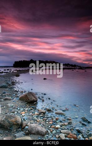 Lever du soleil d'hiver par l'horizon, à Teibern en Larkollen, Rygge kommune, Østfold fylke, la Norvège. Banque D'Images
