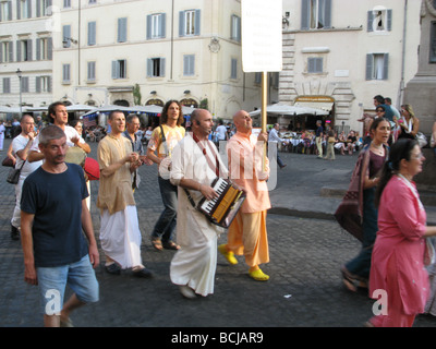 Adeptes Hare Krishna à capo de fiori piazza place Saint-Pierre à Rome Italie
