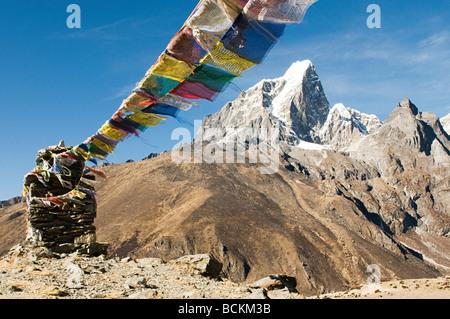 Drapeaux de prière bouddhiste en Himalaya Banque D'Images