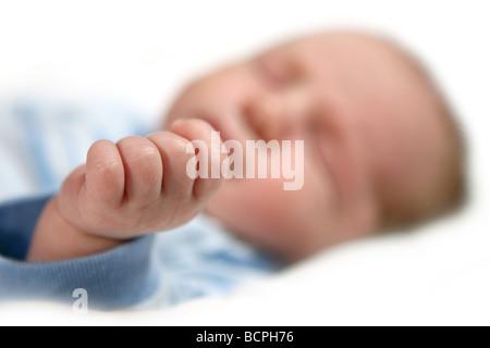 L'extrême profondeur de champ Image d'un bébé garçon part Banque D'Images