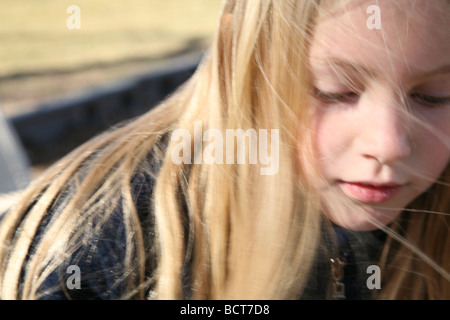 Portrait of young girl outdoors Banque D'Images