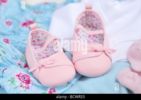 Adorable baby girl pink booties Banque D'Images
