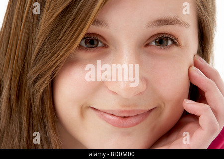 Studio Portrait Of Smiling Teenage Girl Banque D'Images