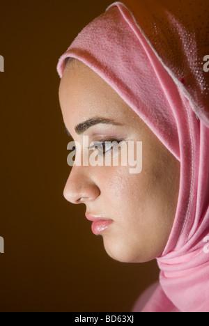 Profil d'une jeune femme musulmane