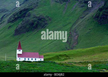 L'Église sur la Colline à Vík í Mýrdal, Islande Banque D'Images