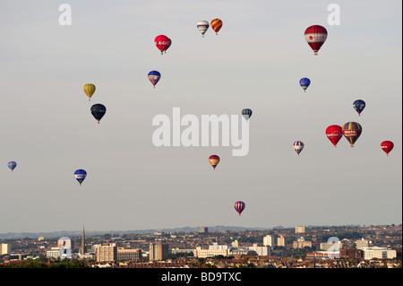 Bristol International Balloon Fiesta 2009 - ballons sur la ville Banque D'Images