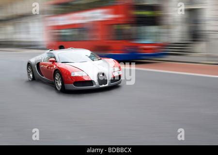 Bugatti et London Bus - Gloucester Place, Londres. L'Angleterre. UK. L'Europe Banque D'Images