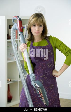 Femme à effectuer des travaux ménagers Banque D'Images