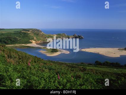 Trois falaises Vue sur la baie à marée haute Gower Peninsula South Wales UK