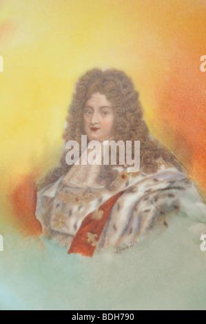 Roi de France Louis XIV (1638-1715) - Le Roi Soleil - un portrait sur plaque d'antiquités Limoges 1870 Banque D'Images