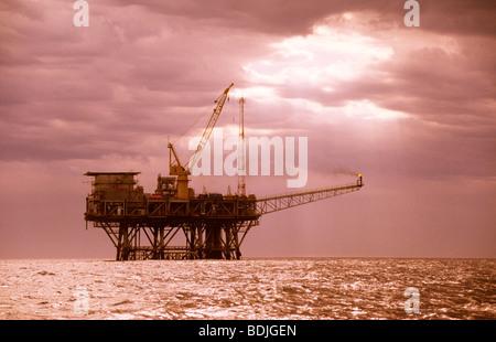 Pétrole et gaz de la plate-forme pétrolière en mer Banque D'Images