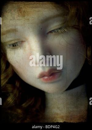 Gros plan d'une dolls face avec lèvres roses Banque D'Images
