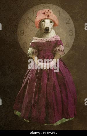 Image de quelqu'un fantasme texturé avec une tête de chien, debout contre une horloge Banque D'Images