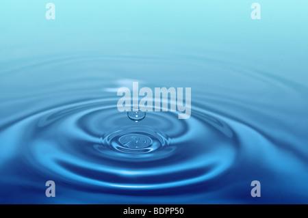 Splash Water drop pour concept design Banque D'Images