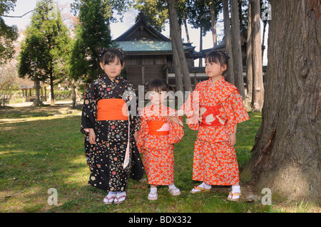 Les enfants portant des kimonos au cours de la Cherry Blossom Festival of the Rockies, Japon, Asie Banque D'Images