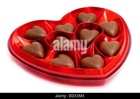 Boîte de bonbons en forme de coeur isolated on white Banque D'Images