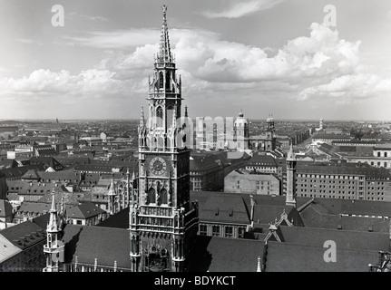 Photo historique des années 50, vue de la tour du vieil hôtel de ville de l'instruction Alter Peter Eglise Saint-Pierre, Munich, Bavière, Allemagne