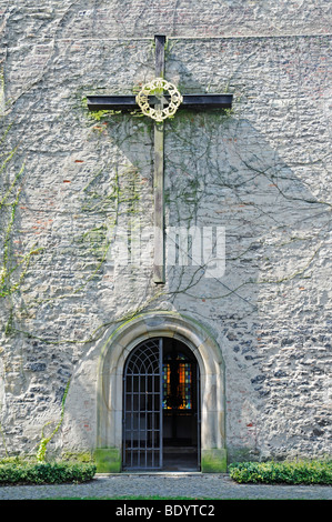 Croix, entrée privée, vieille Eglise St Mary, Warendorf, région de Münster, Rhénanie du Nord-Westphalie, Allemagne, Banque D'Images