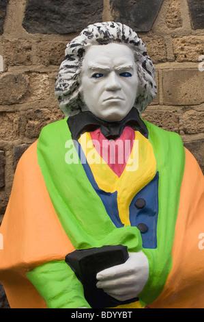 Statue de Beethoven dans Pop Art design à l'avant d'un mur en pierre rustique Banque D'Images