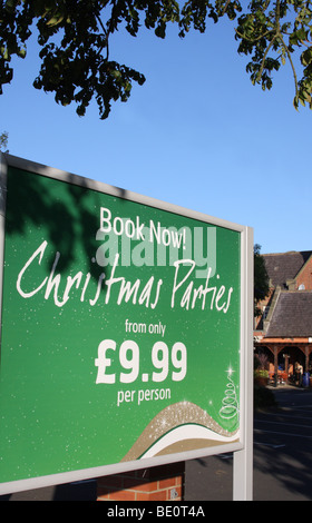 Un signe de Noël publicité parties lors d'une maison publique au Royaume-Uni. Banque D'Images