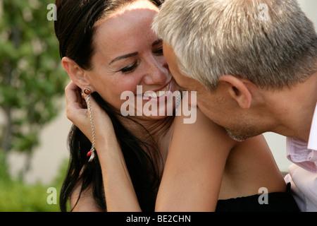 Belle heureux couple d'âge moyen Banque D'Images