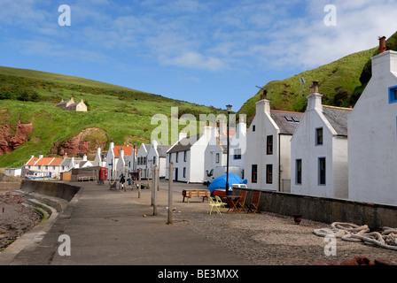 Pennan village de pêcheurs sur la côte nord de l'Ecosse, Ecosse, Royaume-Uni, Europe Banque D'Images