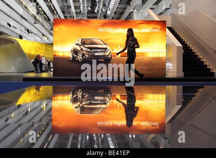 63ème International Motor Show (IAA): annonce du constructeur automobile Opel se félicite des visiteurs