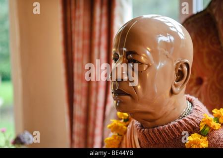 Tête d'une statue de Sa Divine Grâce A.C. Bhaktivedanta Swami Prabhupada, fondateur du mouvement d'ISKCON l