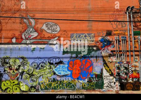 Art Alley est un vilain street dans une ville attrayante. Pour résoudre ce problème, les autorités de la ville encourage Banque D'Images