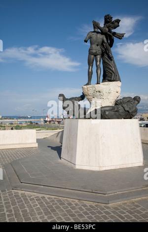 Place des Martyrs Statues criblées de trous de balle symbolisant la guerre civile libanaise Beyrouth Liban Banque D'Images