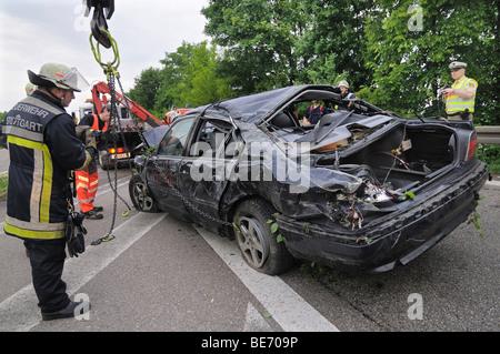 Accident mortel de la circulation, voiture de BMW série 7 fait fausse route, Stuttgart, Bade-Wurtemberg, Allemagne, Banque D'Images