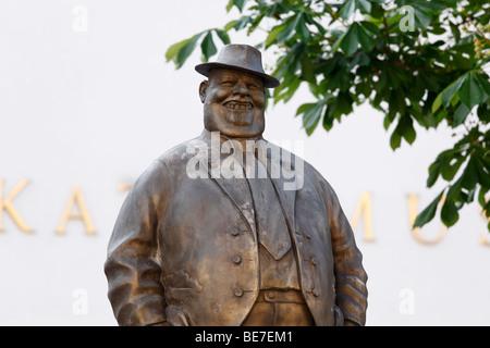 Sculpture en bronze de Manfred Deix en face de la caricature Karikaturmuseum museum, l'art de mille dans la région de Wachau, Krems, Aus