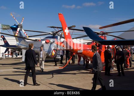 AW109S'AgustaWestland Da Vinci et hélicoptères AW139 au salon Helitech Trade Show aérodrome Duxford Cambridgeshire Banque D'Images