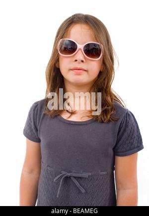 Fille avec des lunettes roses isolated on white Banque D'Images