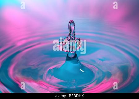 L'eau goutte à goutte Banque D'Images