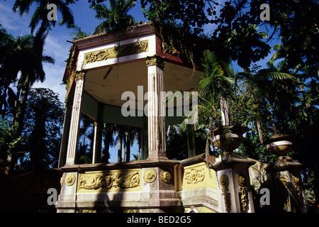 Scène en plein air dans un parc, typique kiosko dans le Balvanero Parque Vargas Molina, Puerto Limon, Caraïbes, Banque D'Images