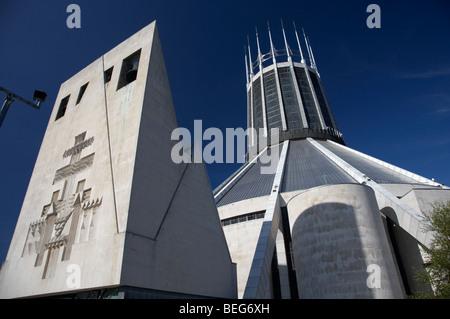 Avant de Liverpools metropolitan cathédrale catholique du Christ roi Merseyside England uk Banque D'Images