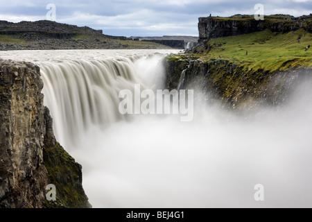 Le Dettifoss Cascade est le plus puissant en Europe et est situé dans la partie nord-est de l'Islande. Banque D'Images
